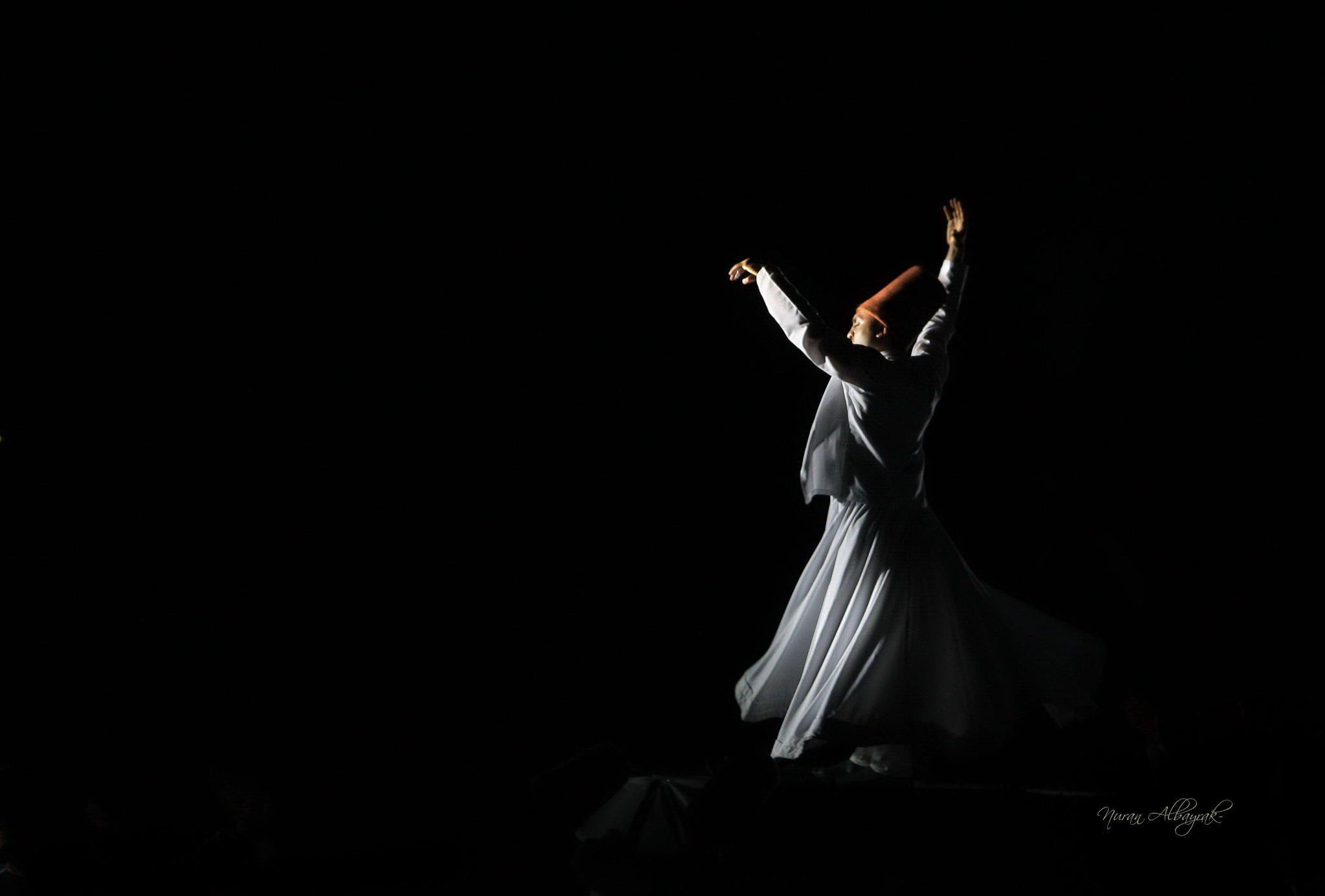 Rumi - khi thơ ca tuôn chảy, thế gian ngưng đổ máu